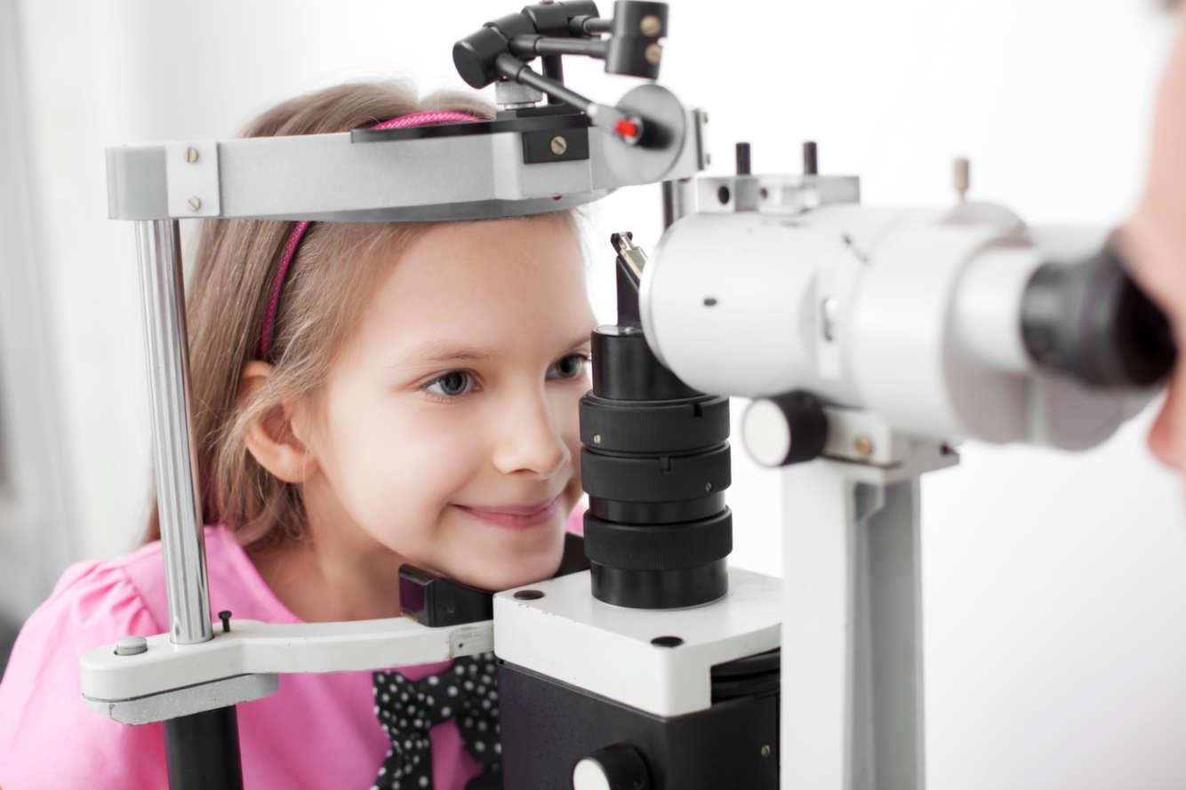 врач офтальмолог что лечит